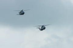 för Sikorsky CH-53 för Skurkroll-elevator lasthelikopter hingst och NHIndustries NH90 hav av den tyska armén Royaltyfria Bilder