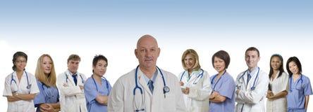 för sjukhusläkarundersökning för baner olik personal Arkivbild