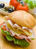 för skinkasallad för ost läcker smörgås Royaltyfria Bilder