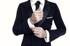 För skjortamuff för hand fast vit manschett med cufflinken royaltyfria foton