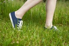 för skosport för gräs grönt gå Fotografering för Bildbyråer