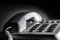 för skrivbordkontor för coiled kabel white för telefon för telefon Fotografering för Bildbyråer