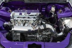 För slut detaljer upp av den Acura TL motorn på skärm Royaltyfri Foto