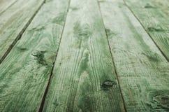 För slut grön trätabell upp i perspektiv Fotografering för Bildbyråer