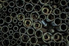 För slut smutsigt olje- hjälpmedel upp i bilfabriken, stålhjälpmedel i det industriellt Royaltyfri Bild