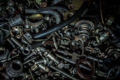 För slut smutsigt olje- hjälpmedel upp i bilfabriken, stålhjälpmedel i det industriellt Royaltyfria Bilder