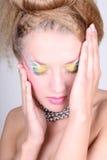 för sminkkvinna för coiffure idérikt barn Fotografering för Bildbyråer