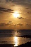 För solnedgång vatten över - Arkivfoton