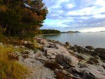 För solnedgånghavet i Kroatien Sibenik 02 2017 Royaltyfri Bild
