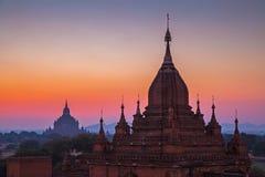 För soluppgång över tempel av Bagan Fotografering för Bildbyråer