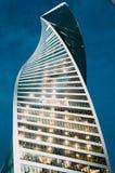 För spiralskyskrapa för högt torn glass hög stad Ryssland Moskva 24 April 2016 Royaltyfri Foto