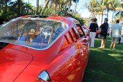 För sportbilbaksida för klassisk 50-tal italiensk sikt för fjärdedel på händelsen Royaltyfria Bilder