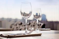 för ställerestaurang för matställe fin tabell för inställning Arkivfoto