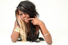 för ståendekvinna för afrikansk amerikan härligt barn Royaltyfri Foto
