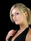 för ståendekvinna för blond klänning elegantt barn royaltyfri bild