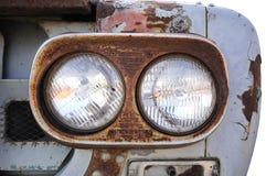 för stållastbil för främre lampa gammala rostiga lastbilar Royaltyfria Foton