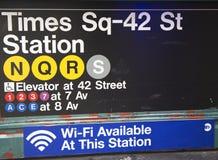 För St-gångtunnel för Times Square 42 ingång för station i New York Arkivfoto