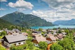 By för St Gilgen på Wolfgangsee i Österrike Fotografering för Bildbyråer