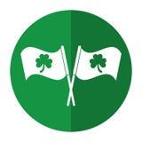 För St Patrick för växt av släktet Trifoliumflagga utsmyckad skugga dag Arkivfoto