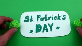 För St Patrick för två florets dag ` s stock video