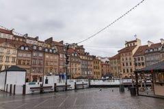 För stadmarknad för Warszawa gammal fyrkant på en molnig dag Royaltyfri Fotografi