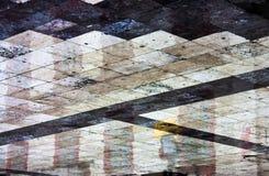 För stadsfyrkant för abstrakt begrepp våt skinande geometrisk trottoar på ett regnigt D Royaltyfria Bilder