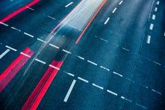 För stadsväg för rörelse suddig trafik Fotografering för Bildbyråer