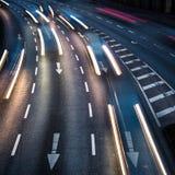 För stadsväg för rörelse suddig trafik Royaltyfria Foton