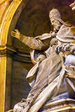 För statySt Peter för påve påvlig Vaticanen Rome Italien för basilika ` s Fotografering för Bildbyråer