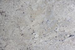 För stengranit för bakgrund kallade naturlig beiga med mörka fläckar, Bianco Romano royaltyfri foto
