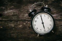 För stilshow 6 för gammal klocka retro klocka för ` för nolla på trä Royaltyfria Foton