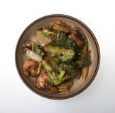 för stirtofu för bunke kinesisk mat vita stekte gröna isolerade grönsaker Arkivbilder