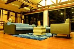 För storgubbesemesterort för privat uppehåll vardagsrum i den Negros österlänningen, Filippinerna arkivfoton