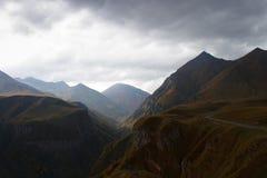 För stormen i bergen Royaltyfri Bild