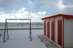 För strandFrancavilla för snöig strand snöig sto al, Abruzzo, Italia Royaltyfri Bild