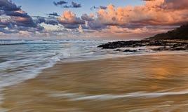 För strandlöneförhöjning för QE FI sida för rosa färger Royaltyfria Bilder