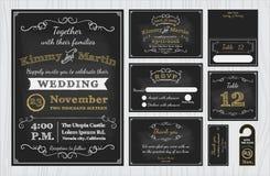 För svart tavlabröllop för tappning uppsättningar för design för inbjudningar inkluderar inbjudankortet royaltyfri illustrationer