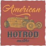 För t-skjorta för varm stång för tappning design etikett med illustrationen av den beställnings- hastighetsbilen Arkivfoton