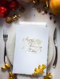 För tacksägelsedag för konst lycklig inbjudan för matställe Royaltyfri Foto