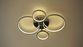 För taklampa för rund form samtida för garnering för tändande kulor inre arkivbilder