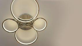 För taklampa för rund form samtida för garnering för tändande kulor inre fotografering för bildbyråer