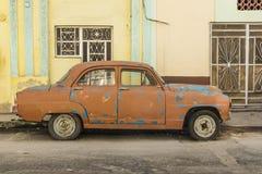 För 50-talbil för bruna blått prickig havannacigarr Royaltyfri Bild
