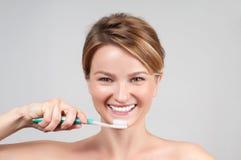 för tandkvinna för borsta lyckligt barn Royaltyfri Foto