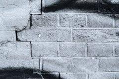 För tappninggrunge för tegelsten gammal vägg med sprickanärbildtextur Arkivbild