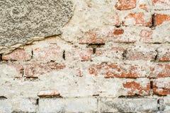 För tappninggrunge för tegelsten gammal vägg med sprickanärbildtextur Arkivbilder