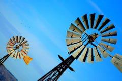 För tappningväderkvarn för blå himmel bakgrund för abstrakt begrepp Royaltyfri Fotografi