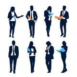 För Team Crowd Silhouette Businesspeople Group för uppsättning för affärsfolk mappar för dokument håll royaltyfri illustrationer