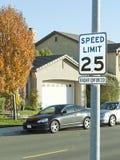 för teckenhastighet för gräns 25mph gata Royaltyfri Bild