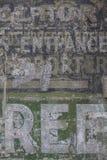 För tegelstenvägg för tappning bekymrad bakgrund Royaltyfria Bilder