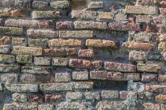 För tegelstenvall för medeltida fästning antik detalj Arkivfoto